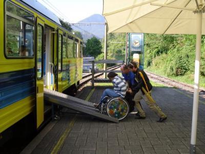 Rampe für Rollstuhlfahrer (© NatKo)